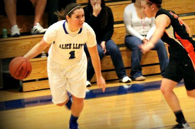 Women�s Basketball Player of the Week - Carla Booth